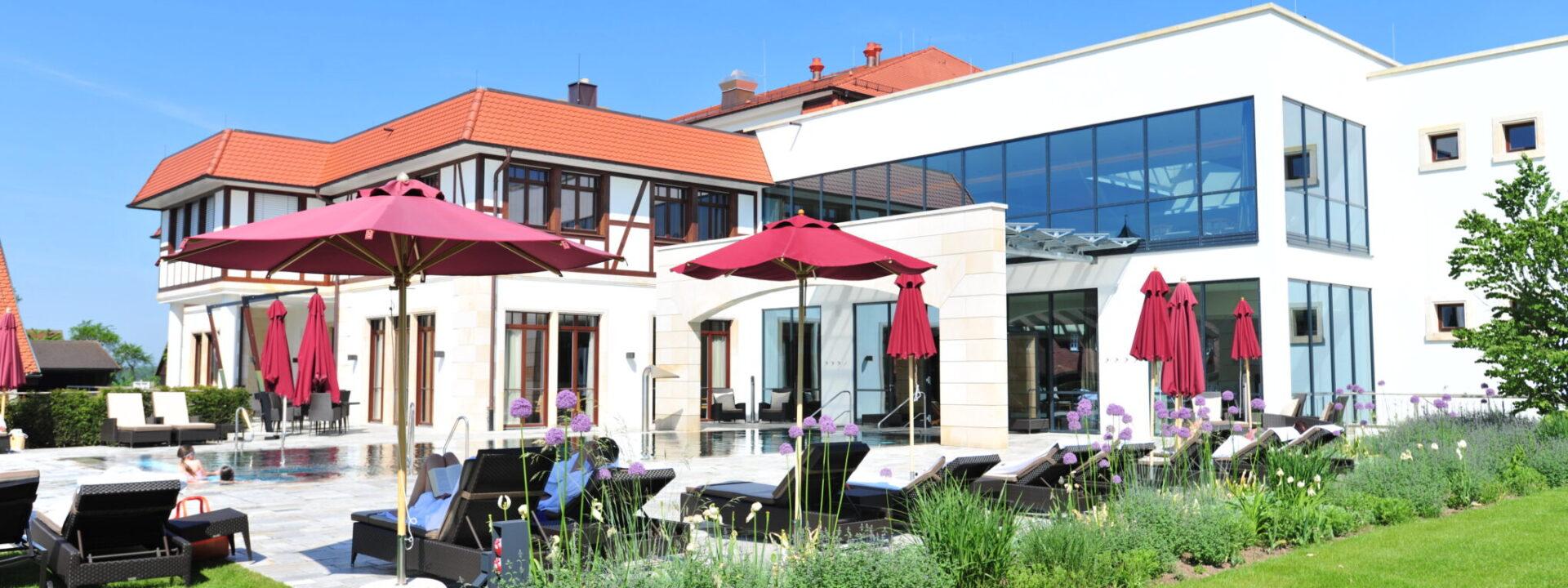 Wald & Schlosshotel Friedrichsruhe Pool aussen