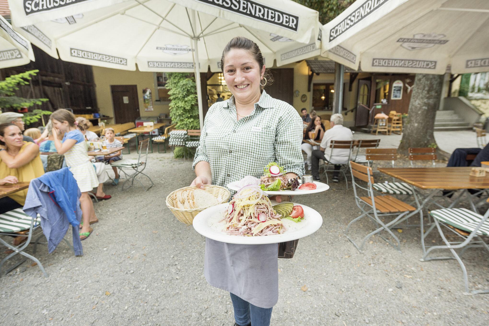 Rommel Gastronomie Service Kellnerin ©Edmund Möhrle