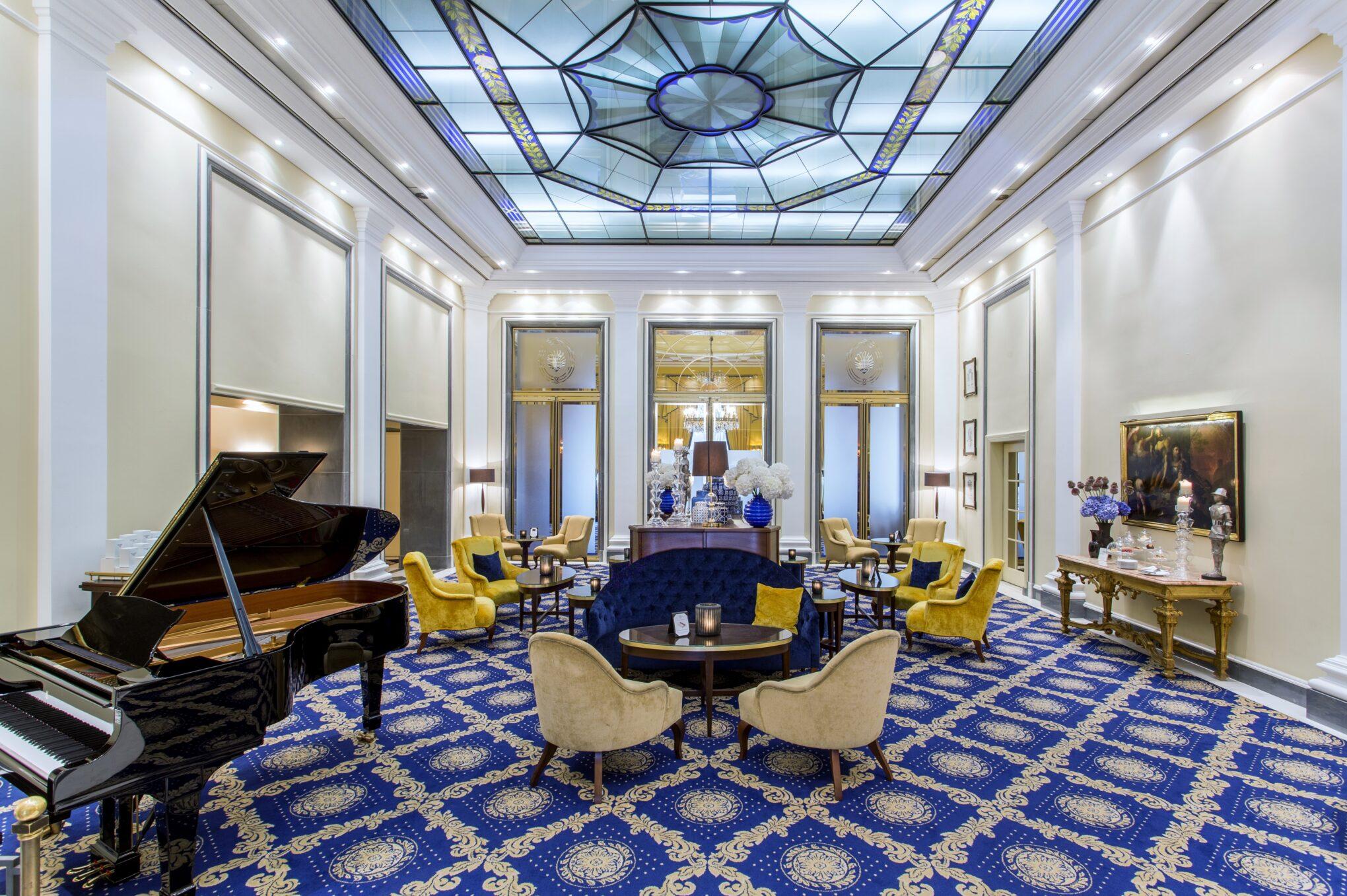 Excelsior Hotel Ernst Wintergarten Lounge-Bereich