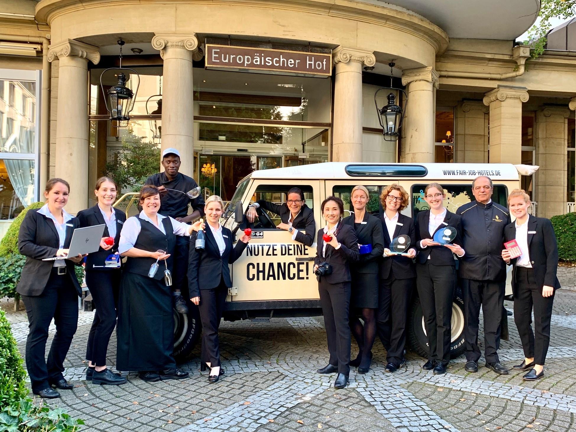 Mitarbeiter mit dem Fair Job Trophy ©Europäischer Hof Hotel Europa Heidelberg GmbH