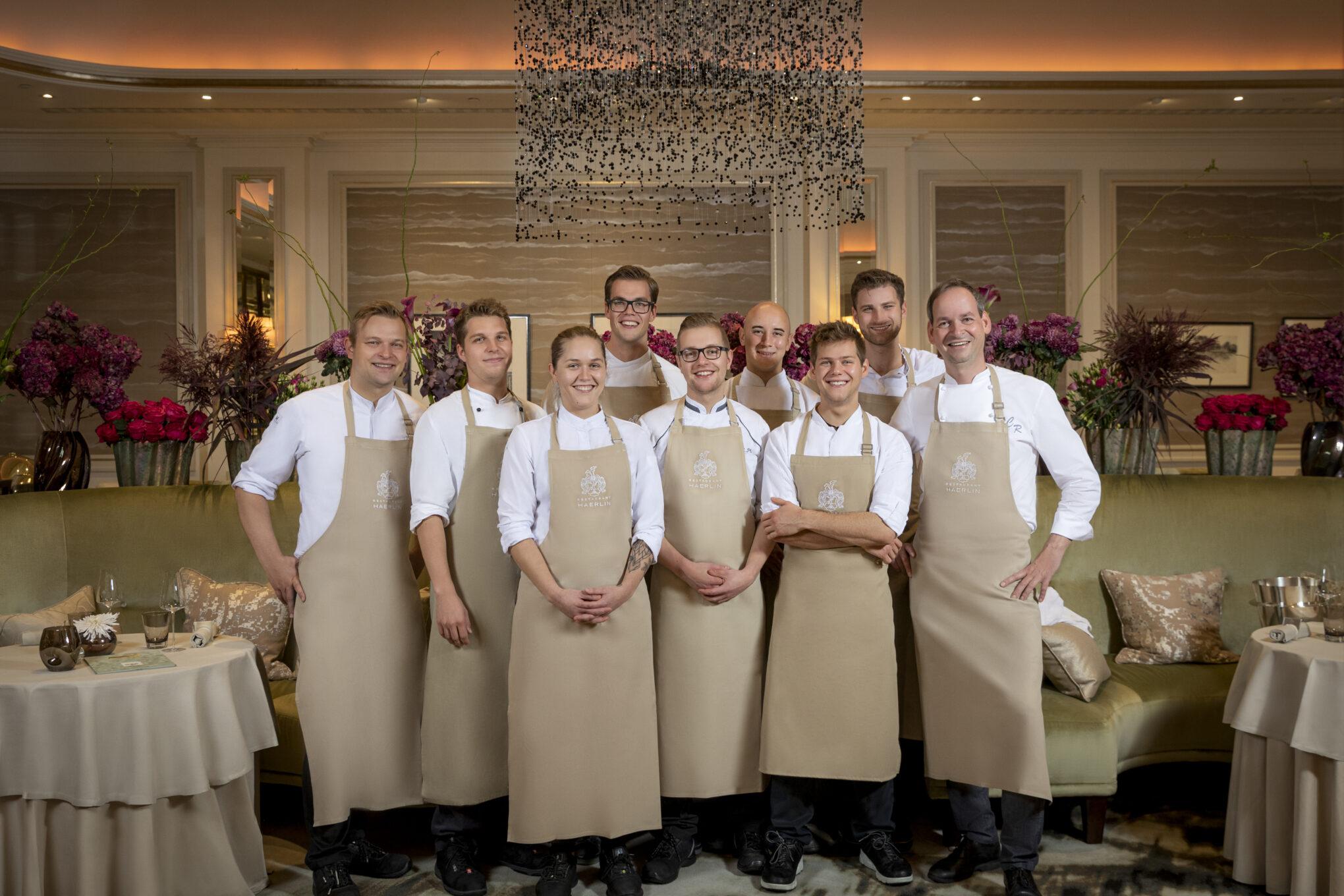 Fairmont Hotel Vier Jahreszeiten Haerlin Restaurant Team ©Kirchgasser Photography