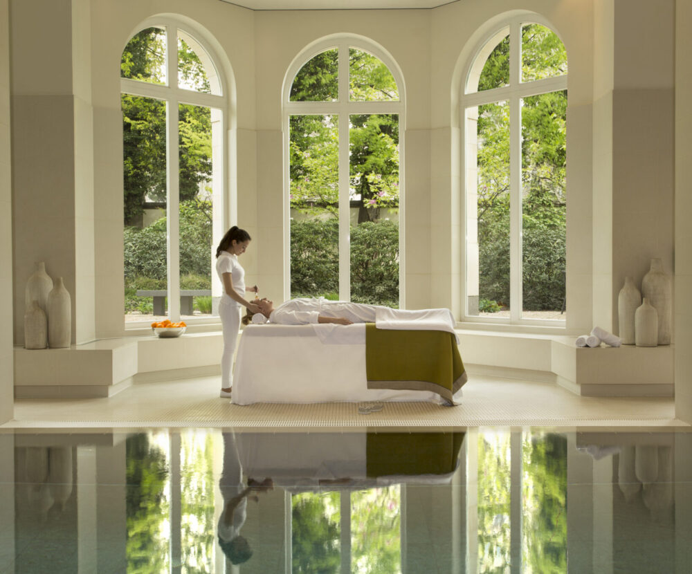 Villa Kennedy Rocco Forte Therapie im Spa-Pool